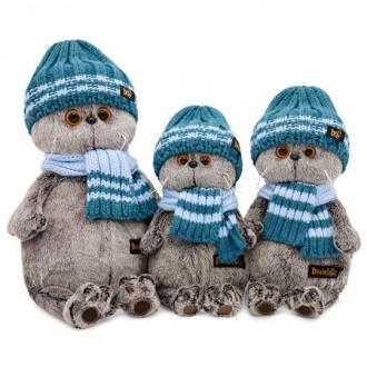 Кот Басик в голубой вязаной шапке и шарфе (25 cм)