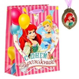 """Пакет ламинированный вертикальный """"С Днем Рождения"""", Принцессы, 18 х 23 см, + подарочный медальон"""