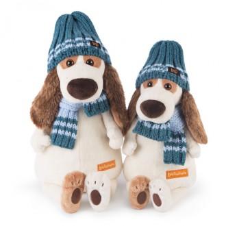 Пес Бартоломей в голубой шапке и шарфе (27 см)