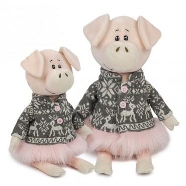 Свинка Ниночка в Пальто с Оленями (27 см)